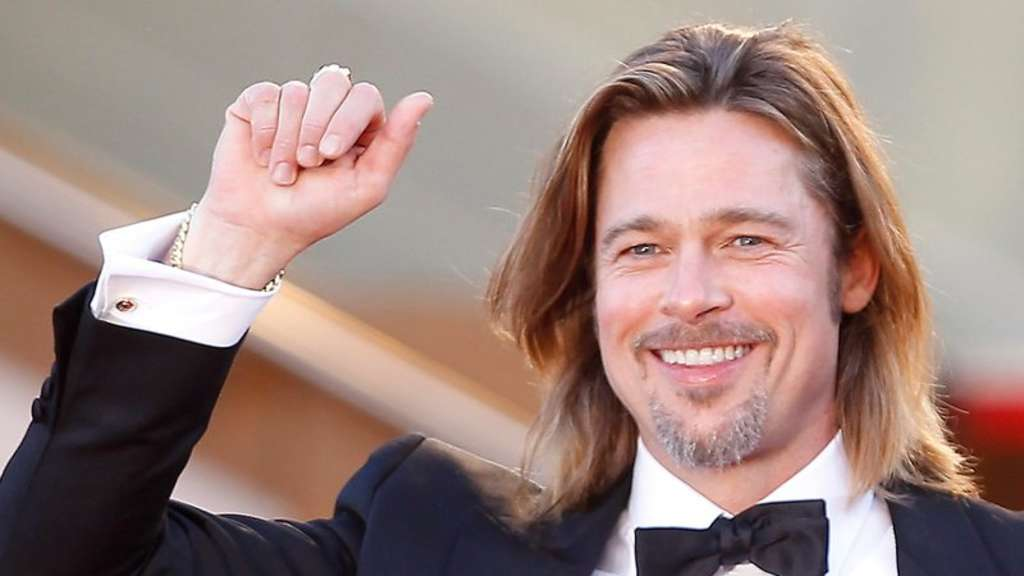 Hollywood-Star Brad Pitt verleiht bei den MTV Movie Awards die Trophäe für den besten Film