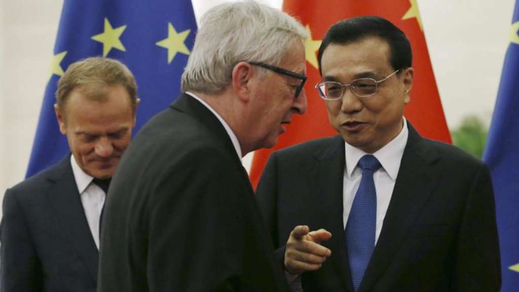 Donald Tusk, Jean-Claude Juncker und Li Keqiang in Peking. Die EU ist Chinas größter Handelspartner. Foto: How Hwee Young