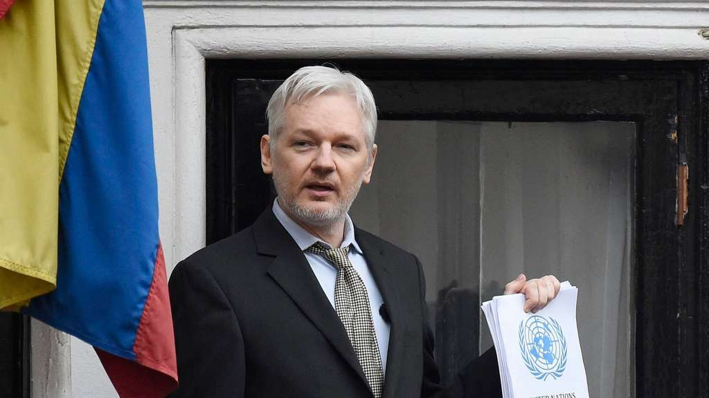 Julian Assange Clinton
