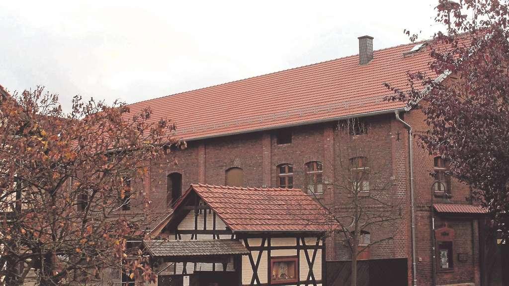 altes gutshaus in weidenhausen mit neuem dach mei ner berkatal. Black Bedroom Furniture Sets. Home Design Ideas
