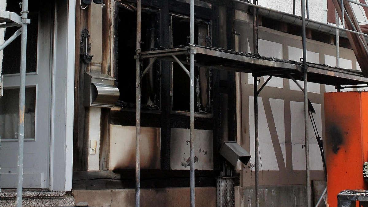 zigarette setzt matratze in brand fachwerkhaus in flammen mei ner berkatal. Black Bedroom Furniture Sets. Home Design Ideas