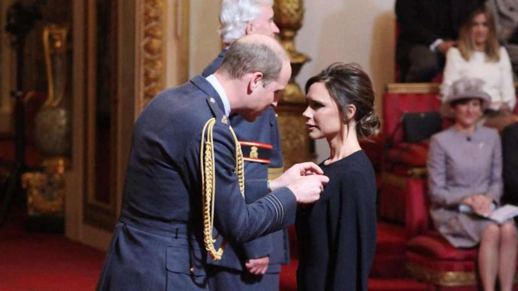 Victoria Beckham erhielt in London den Orden des Britischen Empires (Order of the British Empire) von Prinz William. Foto: Yui Mok