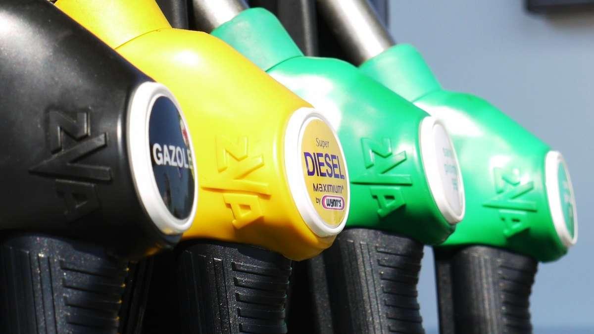 Beides gewissermaßen. Rohöl bezeichnet (unter anderem) Erdöl, so wie es direkt aus dem Boden kommt. Der Begriff Rohöl wird auch für pflanzliche Öle verwendet, das .